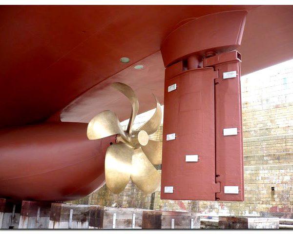 hélice d'un bateau dans le secteur naval pour de la maintenance hydraulique