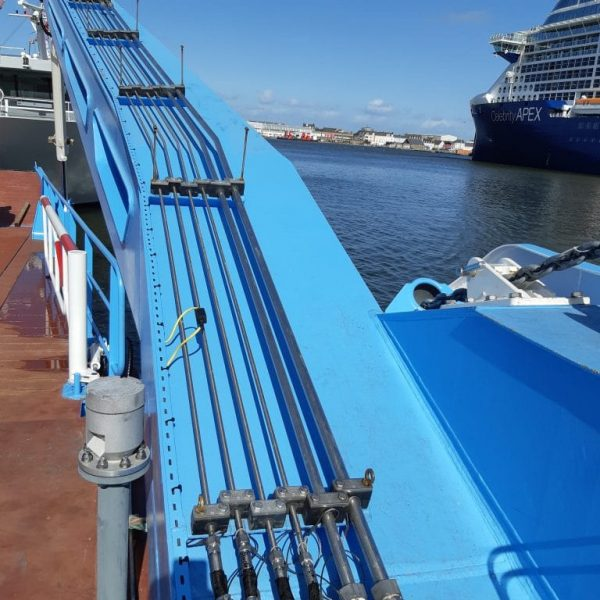 tuyautage hydraulique d'un bateau dans la rade de brest par hydrofluid technologies