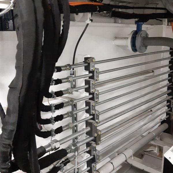 tuyautage d'une installation hydraulique dans un bateau à brest pour alimenter une centrale hydraulique hydrofluid technologies